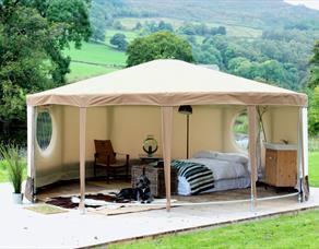 The Red Pump Inn - Glamping Yurts