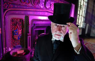 Simon Top Hat Tour