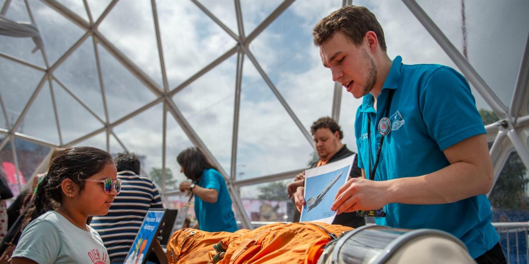 Pressure suit with exhibitor