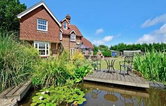 Bevernbridge Farmhouse view of house and pond