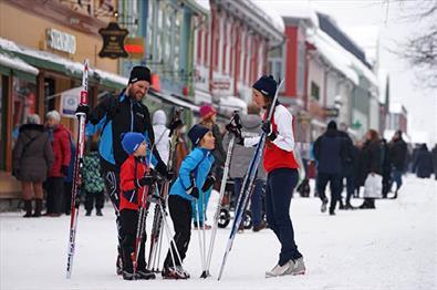 På ski i Lillehammer sentrum|