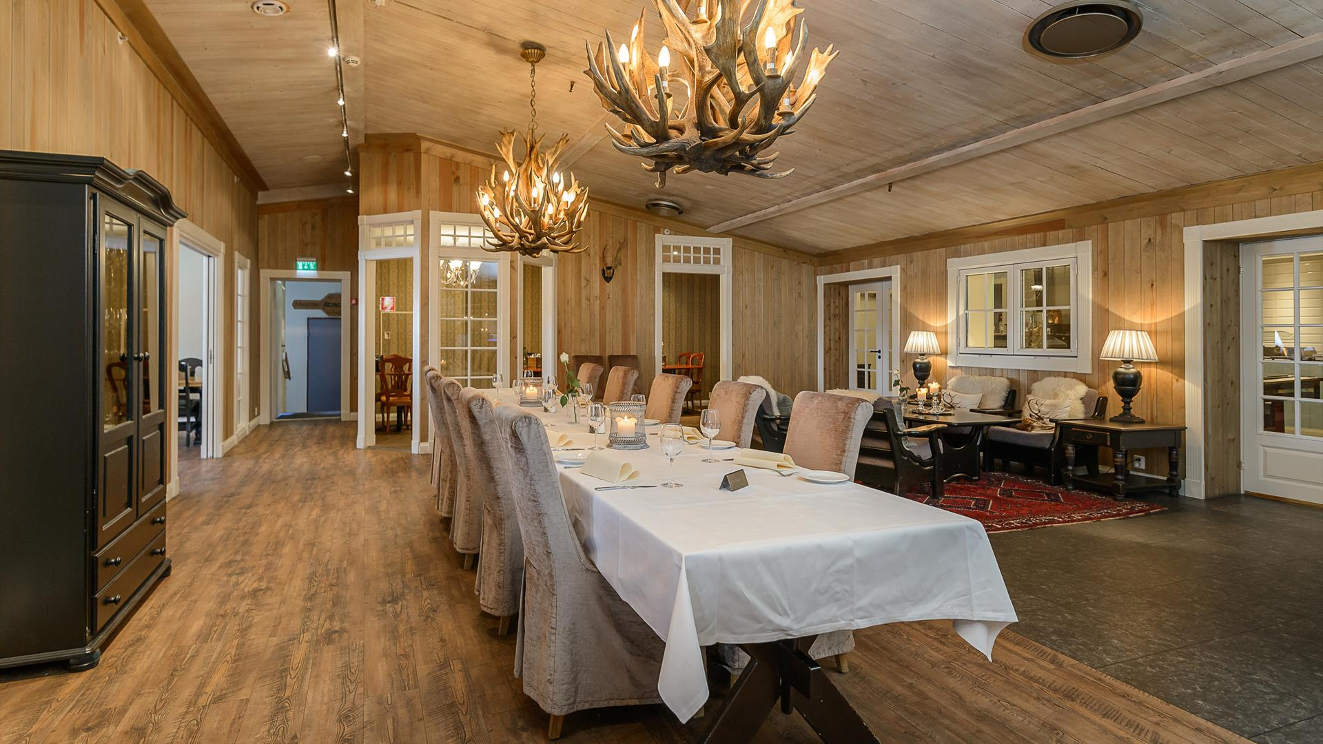 Long dinner table in one of the dining rooms at Hafjell hotel