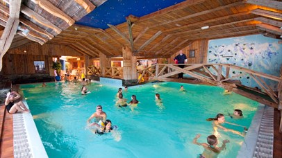 Pool with people swimming and playing. Spidsbergseter Resort Rondane