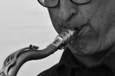 Allehelgenskonsert med jazzlegende Knut Riisnæs, Camilla Tømta og Odd R. Antonsen Storband v/Olav Slagsvold.