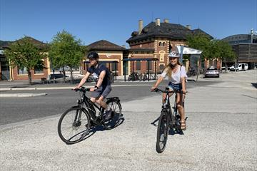 cyclists outside Lillehammer Trainstation