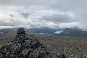 utsikt mot Jotunheimen med Gjendevatnet og Besseggen