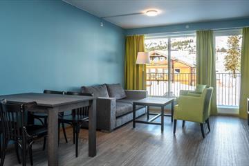 Skeikampen Resort, familiedestinasjonen beliggende på høyfjellet. 35 minutter fra Lillehammer. Aktiviteter for hele familien hele året; ski og skiferie, alpinsenter, alpin, langrenn, sykkel, tennis, golf, vandring, gå på tur, sykling, ferie og flott natur. Overnatting på hotell, Thon Hotel Skeikampen eller selvhushold i hytter og leiligheter. Austlid Fjellstue.