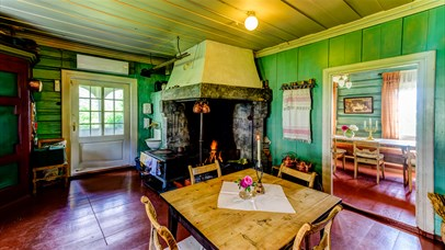 Kitchen at Sygaard Grytting with a fireplace in the corner