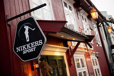 The entrance and the Nikkers Sport sign