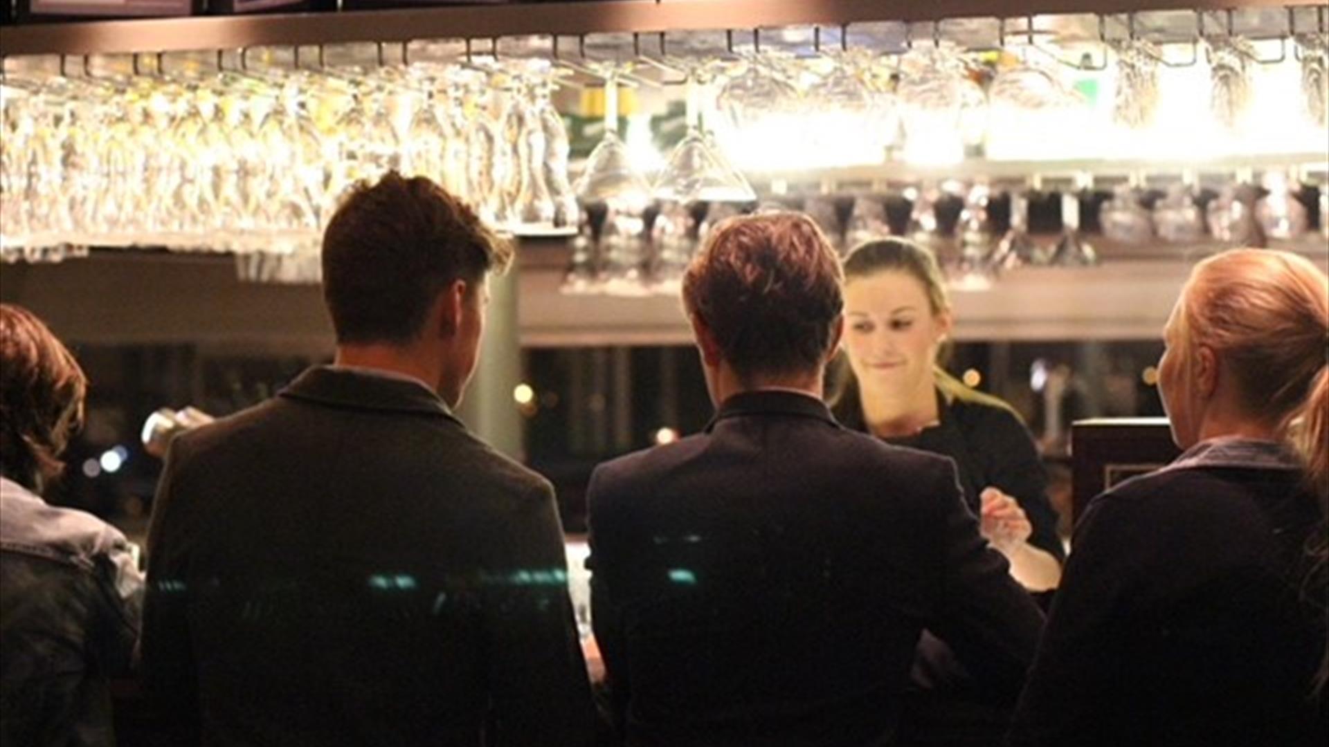 Tha bar area at Toppen bar