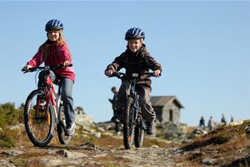 Bicycling in great terrain at Skeikampen. 35 minutes from Lillehammer. Copyright:Esben Haakenstad - Skeikampen Resort