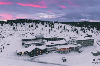 Hornsjø Høyfjellshotell i vinterlandskap