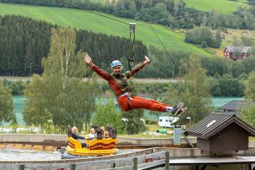 Zipline, Høydeparken i Hunderfossen Eventyrpark, Lillehammer