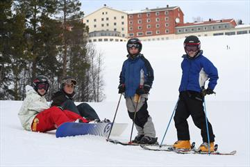 Glade barn i alpinbakken på Dalseter