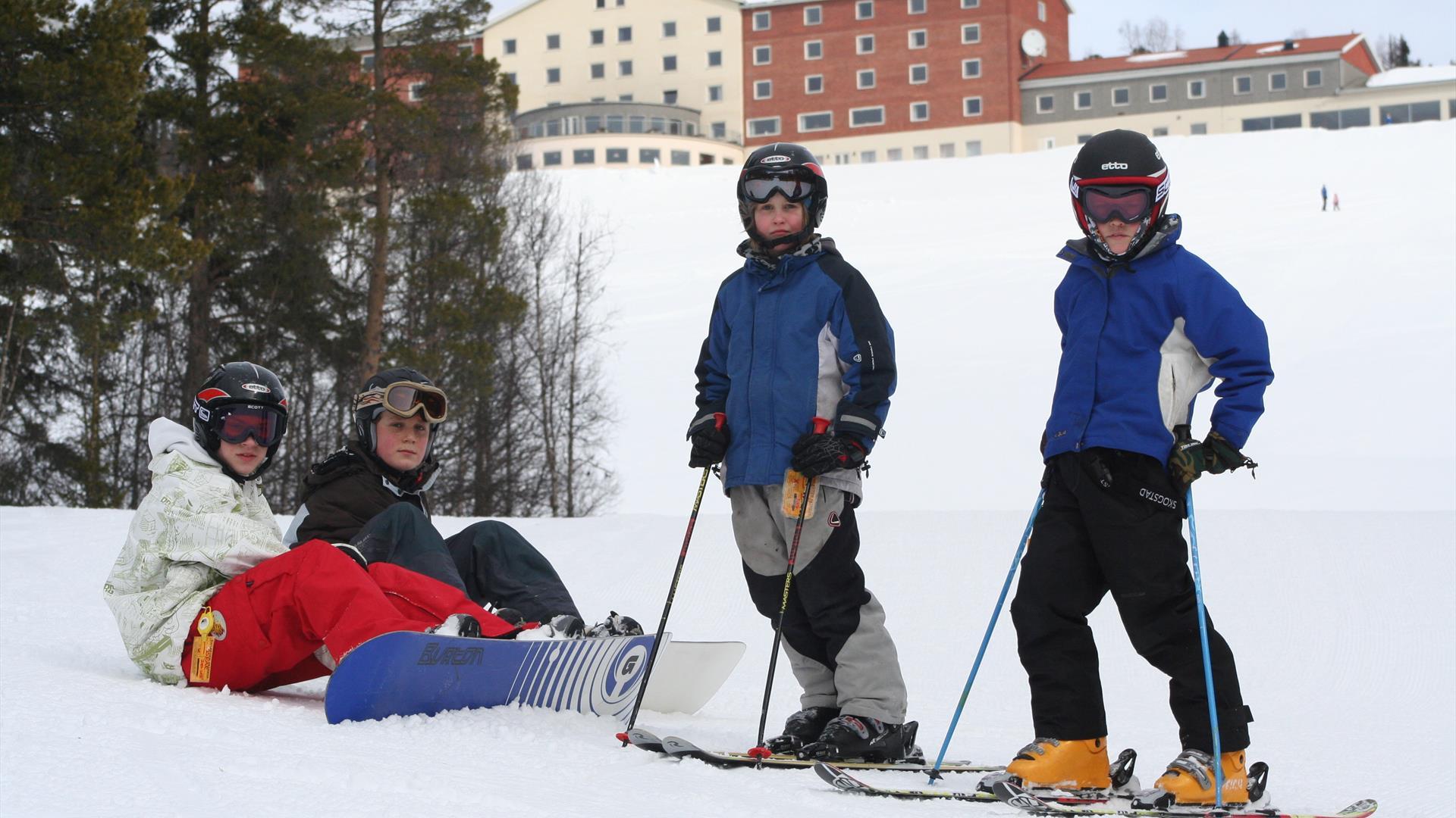 Barn i alpinbakken på Dalseter i Espedalen