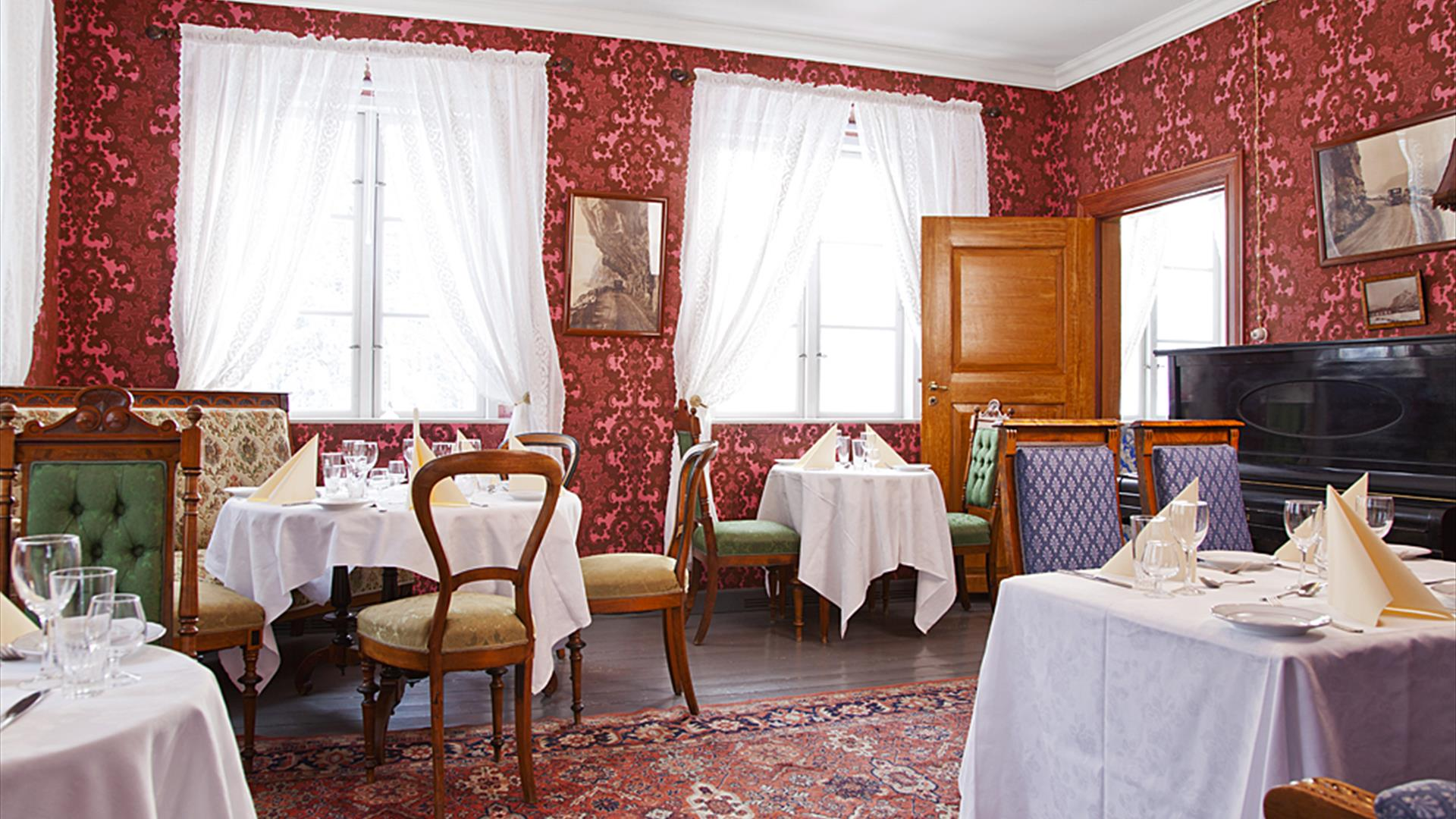 The restaurant at Lysaker Gjestgiveri with its vintage style