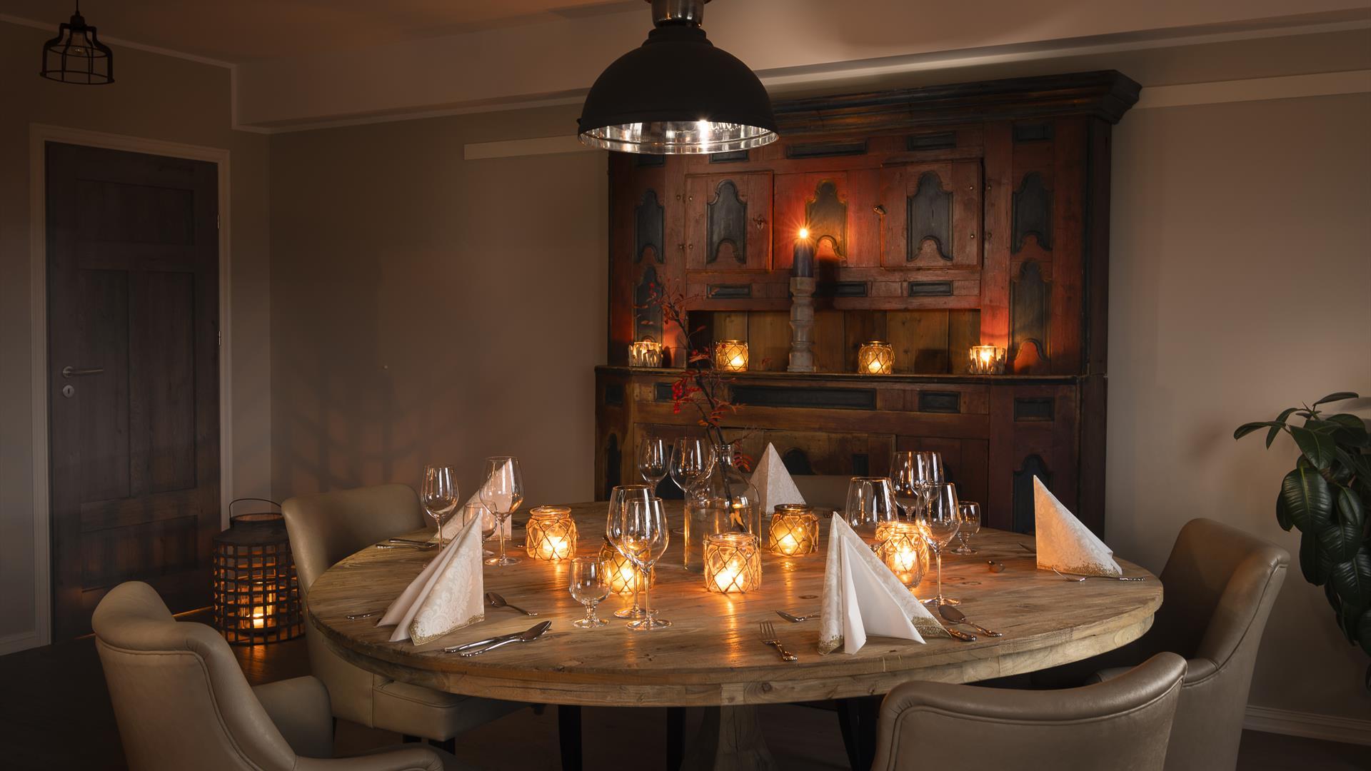 Nice set table at Skåbu Fjellhotell Restaurant
