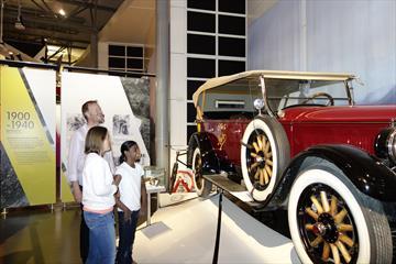 Gammel bil på Norsk Vegmuseum