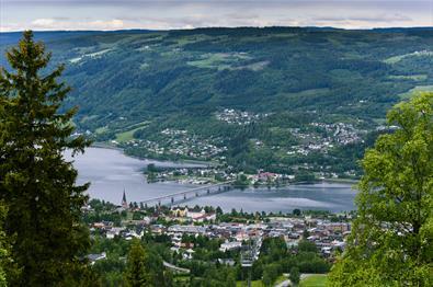 Utsikt over Lillehammer med Vingnesbrua