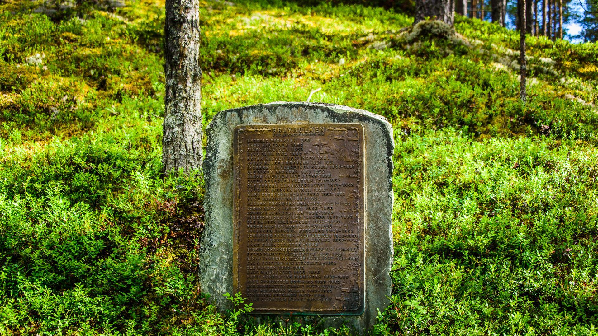 Minnesmerke på Gravholmen i Espedalen