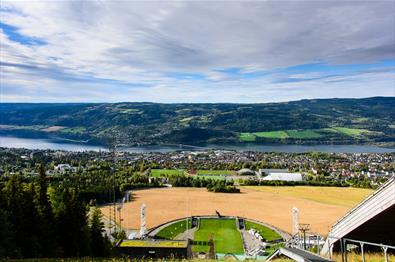 Utsikt fra hoppbakken utover Lillehammer