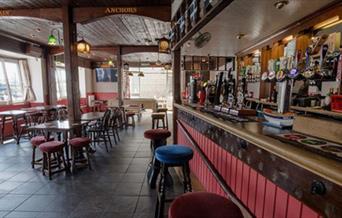 Harbour Moon Inn - bar and restaurant
