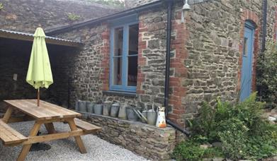 Little Cornish Bunkhouse - Outdoor picnic area