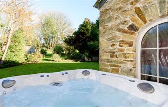 Queen Park - hot tub