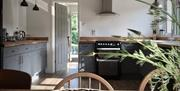 Shallow Pool - Kitchen/dining area