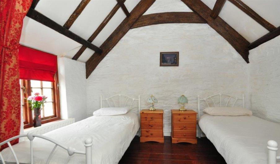 Smuggler Cottage - Bedroom 2