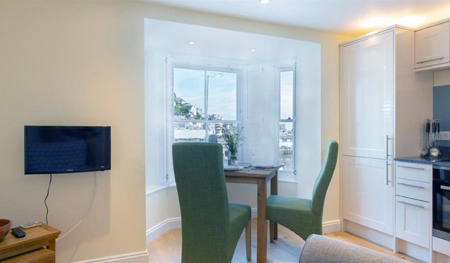 Bellevue Apartment - dining area