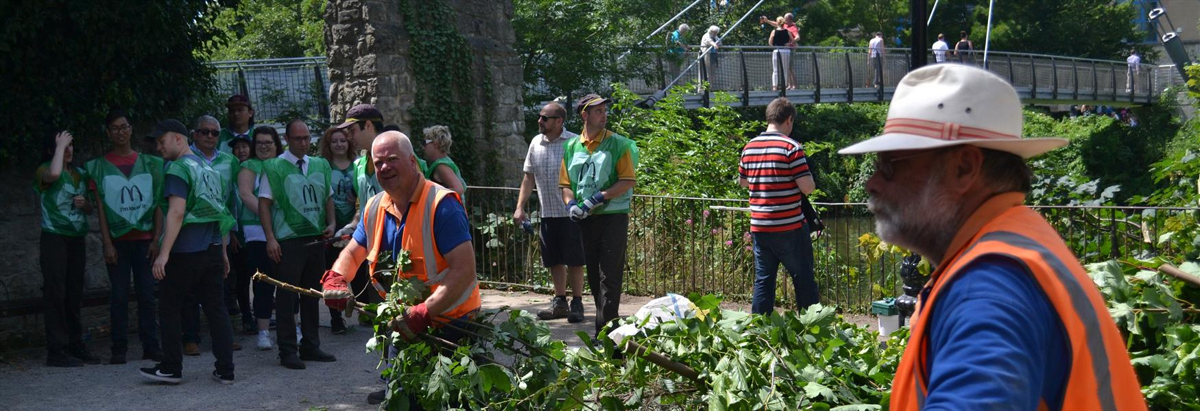 Maidstone River Park Partnership organise a clear up with volunteers