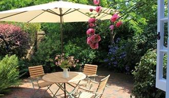 Self-catering Granary Cottage in the region of Tunbridge Wells, Hideaways agency