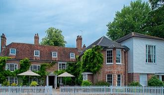 Queen's Inn, Hawkhurst. Eat out, meet for a drink and even stay the night.