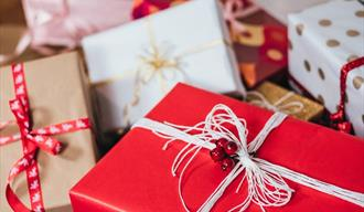 Gift boxes in red and white