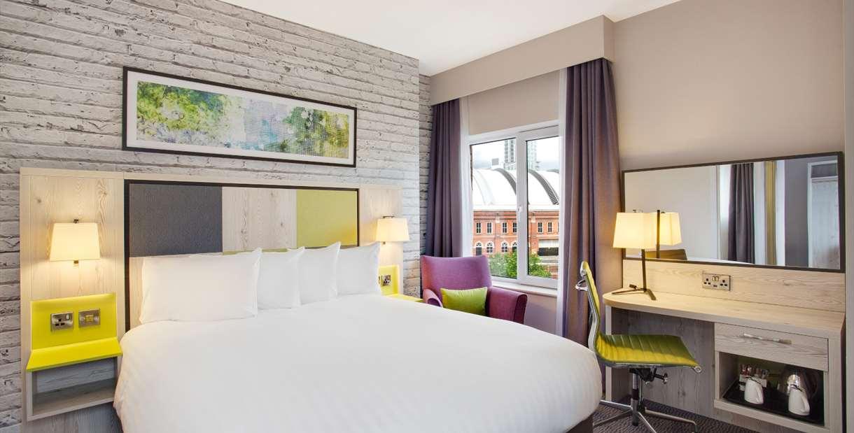 Jurys Inn Manchester bedroom