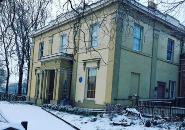 Elizabeth Gaskell's House, snow