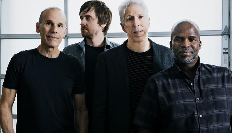 YELLOWJACKETS band