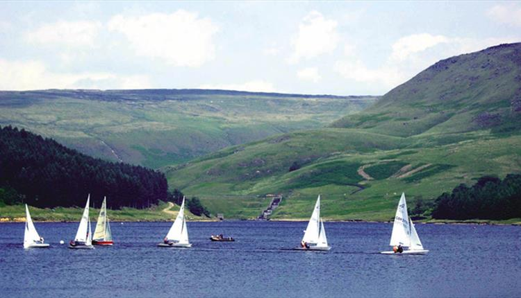 Sailing at Dove Stone Reservoir