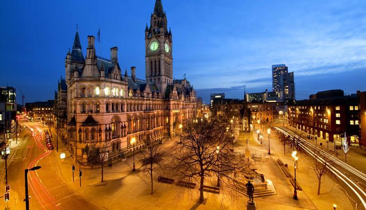 Manchester Walking Tour with Mandarin speaking guide