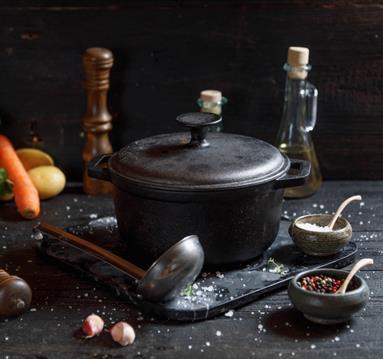 Black pot and ladle