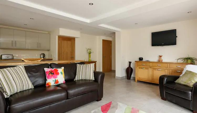 Self contained apartment, Uppermill