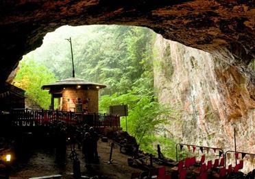 Peak Cavern - The 'Devil's Arse'