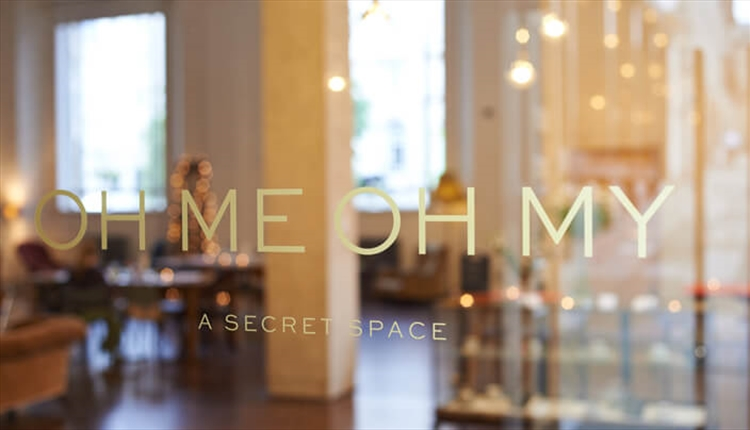 'Oh Me Oh My' text looking through the door of the tea room