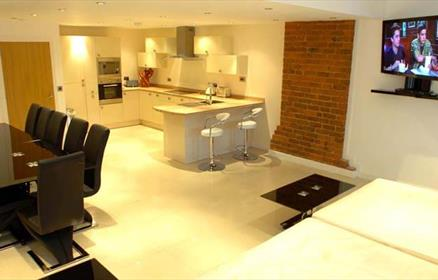 Contemporary, luxurious serviced apartments in the heart of Liverpool offers the perfect location for business or pleasure