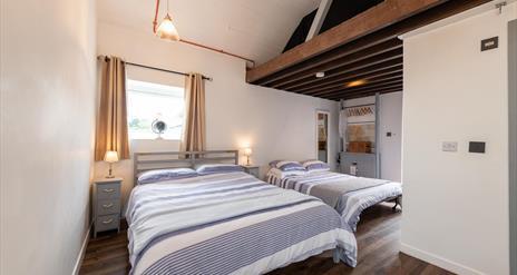 bedroom can sleep four people .