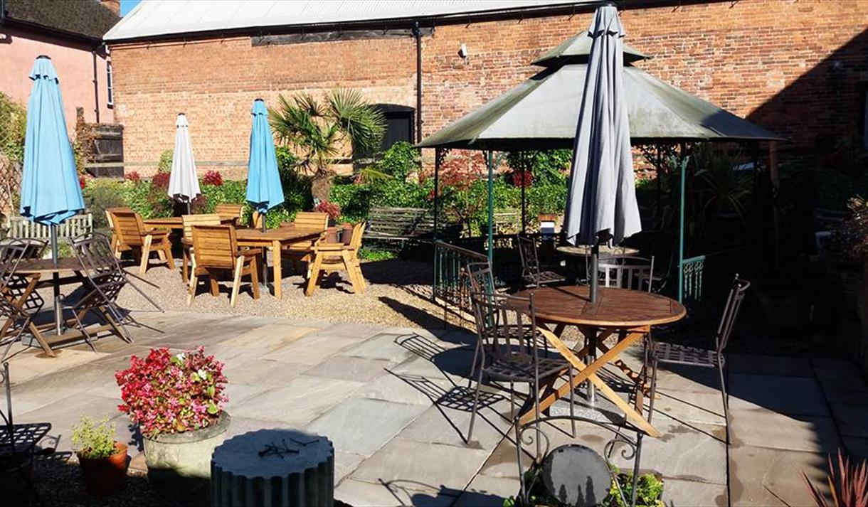 The Crew Yard Café And Bistro