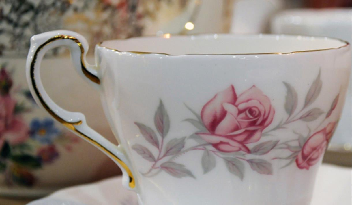 Mother's Day Weekender: Illustrated China Plate Brunch Craft