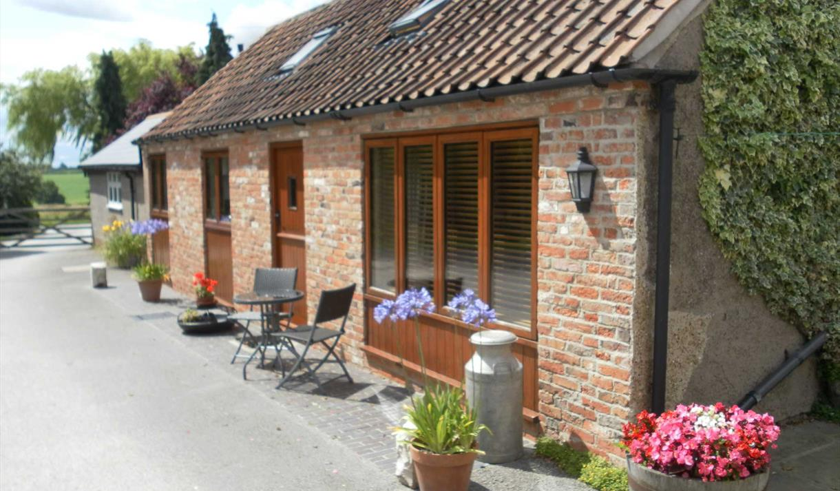 Orchard Hill Farm Cottages - Ginny's Barn, The Granary, Swallow's Flight