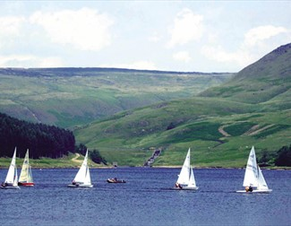 Sailing at Dove Stone Reservoir